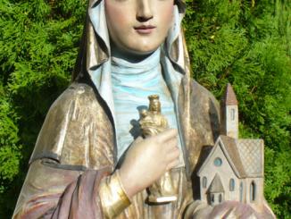 """W komunii z Bogiem na wzór świętych"""" to hasło tegorocznych uroczystości odpustowych ku czci św. Jadwigi."""