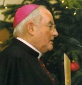 Z ordynariuszem warszawsko-praskim abp. Henrykiem Hoserem SAC rozmawia ks. Henryk Zieliński