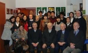"""22 stycznia wejście w otwarte progi Ośrodka Migranta Fu Shenfu przyozdobiły tradycyjne w chińskiej kulturze noworoczne życzenia szczęścia, przygotowane przez siostry Teresę Li i Marię <a class=""""mh-excerpt-more"""" href=""""http://www.zyciezakonne.pl/wiadomosci/kraj/werbisci-chinski-nowy-rok-w-osrodku-migranta-13247/"""" title=""""Werbiści: Chiński Nowy Rok w Ośrodku Migranta"""">[...]</a>"""
