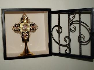 """Niedzielny poranek 25 marca w Smoleńsku rozpoczął się jak zwykle porannymi modlitwami o 7:30. Tym razem w modlitwie wziął udział ojciec Enrike Bonet, kapłan, numerariusz <a class=""""mh-excerpt-more"""" href=""""https://www.zyciezakonne.pl/wiadomosci/swiat/franciszkanska-prowincja-wniebowziecia-nmp-relikwie-jana-pawla-ii-w-smolensku-14834/"""" title=""""Franciszkańska Prowincja Wniebowzięcia NMP – Relikwie Jana Pawła II w Smoleńsku"""">[...]</a>"""