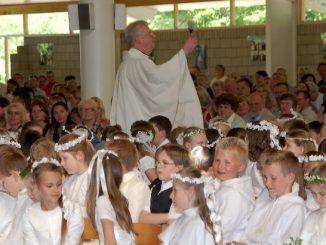 W ostatnią sobotę maja do Matki Bożej Ubogich przybywają przede wszystkim dzieci, które przyjęły I Komunię Świętą w ośrodkach polonijnych.