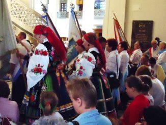Las chorągwi Rycerstwa Niepokalanej z całej Polski wypełnił przednią część niepokalanowskiej Bazyliki w minioną niedzielę 29 lipca 2012 na mszy świętej o godz. 11.30.