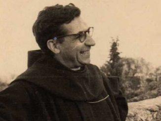 """Włoski franciszkanin, twórca pierwszego kompletnego przekładu Biblii na chiński, został zaliczony w poczet błogosławionych.Gabriele Maria Allegra urodził się w 1907 r. na Sycylii. Wstąpił do <a class=""""mh-excerpt-more"""" href=""""https://www.zyciezakonne.pl/wiadomosci/swiat/sycylia-beatyfikacja-o-gabriele-allegry-tlumacza-biblii-na-chinski-21921/"""" title=""""Sycylia: beatyfikacja o. Gabriele Allegry tłumacza Biblii na chiński"""">[...]</a>"""
