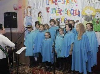 """Ku czci św. Cecylii, patronki muzyki kościelnej, 25 listopada w Tolkmicku odbył się V Festiwal Piosenki Religijnej – Cecyliada 2012. Tradycyjnie już organizatorami tego muzycznego <a class=""""mh-excerpt-more"""" href=""""https://www.zyciezakonne.pl/wiadomosci/kraj/salezjanie-tolkmicko-v-festiwal-piosenki-religijnej-24392/"""" title=""""Salezjanie – Tolkmicko: V Festiwal Piosenki Religijnej"""">[...]</a>"""