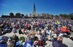 1. Jasną Górę nawiedziło w 2012 roku około3 mln 300 tys.pielgrzymów. 2. W203ogólnopolskich pielgrzymkach wzięło udział ok.780tys. osób.