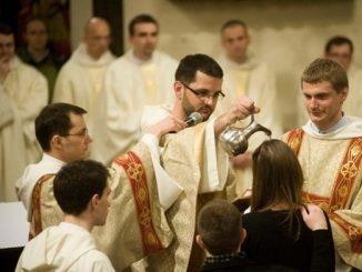 Ponad dwadzieścia dorosłych osób ochrzczą ojcowie dominikanie w Wielką Sobotę podczas uroczystości Wigilii Paschalnej.