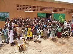 """W sobotę 27 kwietnia w Ougadougou, stolicy Burkina Faso, został otwarty ośrodek społeczno-kulturowy im. Ks. Bosko. Wydarzenie to stanowi ważny etap w rozwoju dzieła salezjańskiego <a class=""""mh-excerpt-more"""" href=""""https://www.zyciezakonne.pl/wiadomosci/swiat/salezjanie-burkina-faso-otwarto-osrodek-spoleczno-kulturowy-im-ks-bosko-w-ougadougou-29386/"""" title=""""Salezjanie – Burkina Faso: Otwarto ośrodek społeczno-kulturowy im. Ks. Bosko w Ougadougou"""">[...]</a>"""