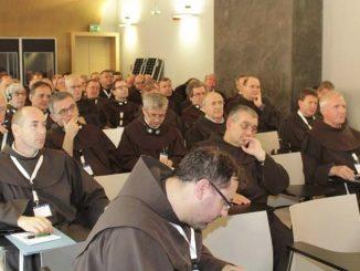 """W dniach 21-26 października w Rzymie miało miejsce spotkanie Ministrów Prowincji franciszkańskich Europy (UFME). W spotkaniu uczestniczyło czterdziestu dziewięciu przełożonych, czterech sekretarzy poszczególnych konferencji oraz <a class=""""mh-excerpt-more"""" href=""""http://www.zyciezakonne.pl/wiadomosci/swiat/spotkanie-europejskich-prowincjalow-ofm-w-rzymie-35177/"""" title=""""Spotkanie Europejskich Prowincjałów OFM w Rzymie"""">[...]</a>"""
