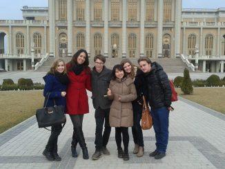 """W ramach projektu """"PEACE. Cross-Cultural Understanding"""" trzech studentów z Korei, Włoch i Czarnogóry przybyło do Konina na międzynarodową wymianę. Jednym z elementów pobytu uczniów w <a class=""""mh-excerpt-more"""" href=""""http://www.zyciezakonne.pl/wiadomosci/kraj/lichen-studenci-w-sanktuarium-38379/"""" title=""""Licheń: Studenci w Sanktuarium"""">[...]</a>"""