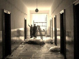 """Po dwudziestu latach od ostatniego malowania korytarzy w naszym Domu Macierzystym w Miejscu Piastowym, Rada Domowa podjęła decyzję, by odnowić i zmienić nieco wygląd naszychklasztornych <a class=""""mh-excerpt-more"""" href=""""https://www.zyciezakonne.pl/wiadomosci/kraj/michalici-pieknieje-dom-macierzysty-38353/"""" title=""""Michalici: Pięknieje Dom Macierzysty"""">[...]</a>"""