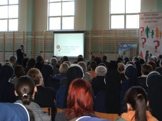 """Ok. 350 osób, w tym pedagogów, dyrektorów szkół, nauczycieli, wychowawców, katechetów i sióstr zakonnych uczestniczyło w debacie na temat wychowania organizowanej po raz trzeci z <a class=""""mh-excerpt-more"""" href=""""https://www.zyciezakonne.pl/wiadomosci/kraj/sluzebniczki-bdnp-konferencja-rodzina-i-edukacja-wobec-zmian-cywilizacyjnych-jak-znalezc-droge%e2%80%9d-39260/"""" title=""""Służebniczki BDNP: konferencja """"Rodzina i edukacja wobec zmian cywilizacyjnych – jak znaleźć drogę?"""""""">[...]</a>"""