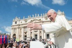 """O modlitwę za prześladowanych chrześcijan na Bliskim Wschodzie, za pokój w tym regionie, a także o pełną jedność chrześcijan apelował Franciszek na audiencji ogólnej. Sam <a class=""""mh-excerpt-more"""" href=""""http://www.zyciezakonne.pl/wiadomosci/swiat/audiencja-ogolna-papiez-dzielil-sie-wrazeniami-z-pielgrzymki-do-ziemi-swietej-40786/"""" title=""""Audiencja ogólna: Papież dzielił się wrażeniami z pielgrzymki do Ziemi Świętej"""">[...]</a>"""