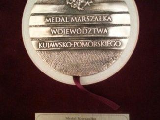 """Sanktuarium Matki Bożej Nieustającej Pomocy w Toruniu, przy którym posługują redemptoryści, w sobotę 28 czerwca otrzymało """"Medal Marszałka Województwa Kujawsko-Pomorskiego""""."""