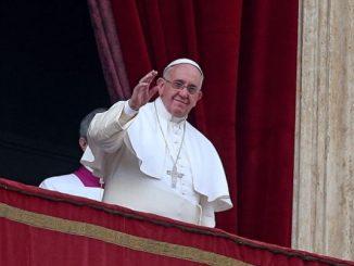 """Niech Jezus przemieni obojętność w bliskość, a odrzucenie w przyjęcie – powiedział papieżFranciszek25 grudnia z loggii bazyliki św. Piotra w Watykanie. Jak co roku w <a class=""""mh-excerpt-more"""" href=""""https://www.zyciezakonne.pl/wiadomosci/swiat/blogoslawienstwo-papieza-urbi-et-orbi-46727/"""" title=""""Błogosławieństwo Papieża Urbi et Orbi"""">[...]</a>"""
