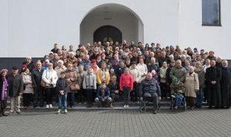 """Zgodnie z doroczną tradycją, w dniach 27-29 marca do Sanktuarium w Licheniu przyjechali rodzice, członkowie rodzin i przyjaciele mariańskich współbraci. W tym roku spotkanie zgromadziło <a class=""""mh-excerpt-more"""" href=""""https://www.zyciezakonne.pl/wiadomosci/kraj/lichen-spotkanie-rodzicow-i-rodzin-marianow-2-49462/"""" title=""""Licheń: spotkanie rodziców i rodzin marianów"""">[...]</a>"""