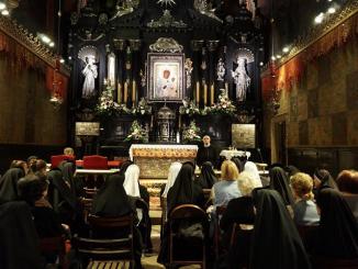 W nocy z 24/25 kwietnia 2015 r., w Roku Życia Konsekrowanego, Zgromadzenie Sióstr Opatrzności Bożej już kolejny raz podjęło nocne czuwanie na Jasnej Górze.