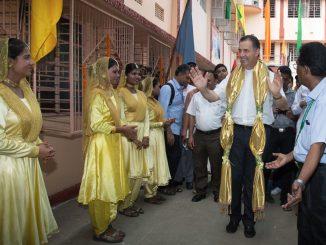 """W sobotę, 26 września, w """"Don Bosco School"""" w Liluah, w Kalkucie, rozpoczął się Kongres Rodziny Salezjańskiej Azji Południowej. W tym wielkim wydarzeniu, które stanowi <a class=""""mh-excerpt-more"""" href=""""https://www.zyciezakonne.pl/wiadomosci/swiat/general-salezjanow-w-kalkucie-z-okazji-kongresu-rodziny-salezjanskiej-azji-poludniowej-54027/"""" title=""""Generał Salezjanów w Kalkucie z okazji Kongresu Rodziny Salezjańskiej Azji Południowej"""">[...]</a>"""