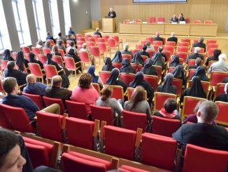 W ramach trwającego Roku Życia Konsekrowanego w Centrum Wystawienniczo-Konferencyjnym Archidiecezji Białostockiej spotkali się księża, siostry zakonne oraz świeccy na konferencji naukowej poświęconej życiu konsekrowanemu.