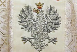 Ornat z wyhaftowanym wizerunkiem Orła Białego