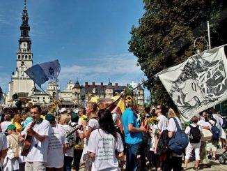1. Jasną Górę nawiedziło w 2015 roku około 3 mln 700 tys. pielgrzymów. 2. W204ogólnopolskich pielgrzymkach wzięło udział 982 tys. osób.