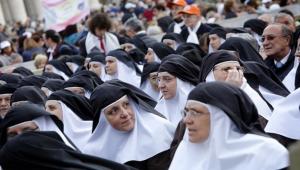 Siostry zakonne na Placu św. Piotra w Rzymie - ANSA