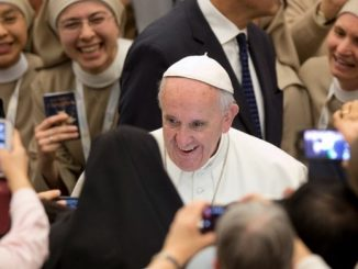 """Bezpośrednio po audiencji Papieża dla osób konsekrowanych rozmawialiśmy z matką Weroniką Sowulewską, kamedułką. Jest ona przewodniczącą Konferencji Przełożonych Żeńskich Klasztorów Kontemplacyjnych w Polsce, zrzeszającej 84 <a class=""""mh-excerpt-more"""" href=""""http://www.zyciezakonne.pl/wiadomosci/swiat/56539-56539/"""" title=""""Matka Sowulewska: życie konsekrowane jest znakiem miłosierdzia"""">[...]</a>"""