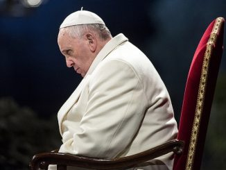 Przygotowanie medytacji na wielkopiątkową Drogę Krzyżową w Koloseum Papież zlecił tym razem metropolicie Perugii kard. Gualtiero Bassettiemu.