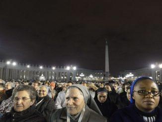 """Po zakończeniu liturgii na zakończenie Roku Życia Konsekrowanego w Bazylice Watykańskiej Papież udał się do licznej grupy zakonników i zakonnic, dla których nie znalazło się <a class=""""mh-excerpt-more"""" href=""""http://www.zyciezakonne.pl/wiadomosci/swiat/papiez-do-zakonnikow-dla-ktorych-nie-bylo-miejsca-w-bazylice-56549/"""" title=""""Papież do zakonników, dla których nie było miejsca w bazylice"""">[...]</a>"""