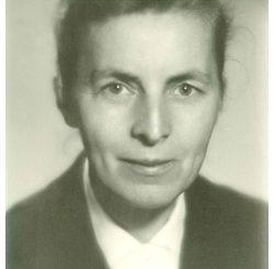 Przełożona Generalna Zgromadzenia Sióstr Służek NMPN (1976 – 1988).Członkini Konsulty przy KWPŻZZ (1981 – 1984).Przewodnicząca Komisji Zgromadzeń Niehabitowych (1982 – 1988)