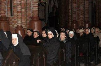 W Święto Ofiarowania Pańskiego – 2 lutego, Kościół katolicki obchodzi Światowy Dzień Życia Konsekrowanego. Uroczystościom w siedleckiej katedrze przewodniczył Biskup pomocniczy diecezji siedleckiej Piotr Sawczuk.