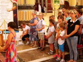 """Setki dzieci wraz z rodzicami i dziadkami zjechały w niedzielę, 28 sierpnia do Lichenia. Po raz siódmy na trawniku przed licheńską bazyliką odbył się """"Piknik <a class=""""mh-excerpt-more"""" href=""""https://www.zyciezakonne.pl/wiadomosci/kraj/piknik-z-mama-i-tata-w-licheniu-czyli-rodzinna-niedziela-w-sanktuarium-62994/"""" title=""""Piknik z mamą i tatą w Licheniu, czyli rodzinna niedziela w Sanktuarium"""">[...]</a>"""