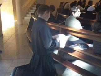 Dla licznych zgromadzeń zakonnych uroczystość Niepokalanego Poczęcia Najświętszej Maryi Panny jest świętem patronalnym. W wielu z nich 8 grudnia to dzień odnawiania ślubów zakonnych.