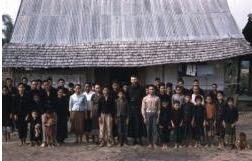 """11 grudnia w Laosie dojdzie do beatyfikacji 17 męczenników, którzy ponieśli śmierć w latach 1954 1970. Wśród nich jest sześciu oblatów. Codziennie prezentujemy sylwetkę jednego <a class=""""mh-excerpt-more"""" href=""""http://www.zyciezakonne.pl/wiadomosci/swiat/meczennicy-laosu-o-louis-leroy-omi-65437/"""" title=""""Męczennicy z Laosu – o. Louis Leroy OMI"""">[...]</a>"""