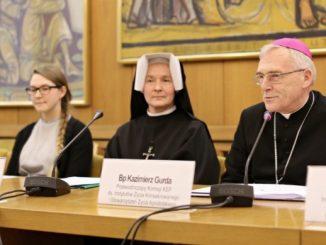 W Polsce działa obecnie blisko 180 zakonów i zgromadzeń zakonnych, do których przynależy ponad 32 tys. osób.