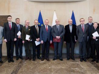 W środę, 8 marca 2017 roku, Minister Spraw Zagranicznych Witold Waszczykowski w obliczu obecnego impasu w stosunkach polsko-rosyjskich, powołał polskich członkówPolsko-Rosyjskiej Grupy do Spraw Trudnych.