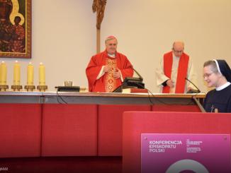 Konferencja Wyższych Przełożonych Żeńskich Zgromadzeń Zakonnych, w dniach 25-27 kwietnia b.r., odbędzie w Warszawie swoje 135 Zebranie Plenarne.