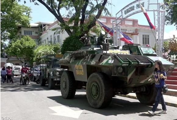 Terroryści związani z tzw. Państwem Islamskim uprowadzili na Filipinach księdza i piętnastu wiernych, a wśród nich także siostry zakonne.