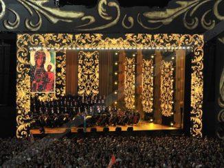 """Koncert """"Jasna Góra – polska Kana"""" przygotowany na kulminację obchodów Jubileuszu 300-lecia koronacji Cudownego Obrazu Matki Bożej Częstochowskiej zabrzmiał w sobotni wieczór, 26 sierpnia."""