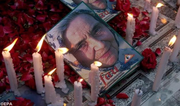 """Osobistości ze świata religii, polityki i kultury, ale także zwykli ludzie wzięli udział w pogrzebie s. Ruth Pfau, jaki odbył się (19 sierpnia) w Karaczi <a class=""""mh-excerpt-more"""" href=""""http://www.zyciezakonne.pl/wiadomosci/swiat/pakistan-panstwowy-pogrzeb-matki-tredowatych-70966/"""" title=""""Pakistan: państwowy pogrzeb """"matki trędowatych"""""""">[...]</a>"""