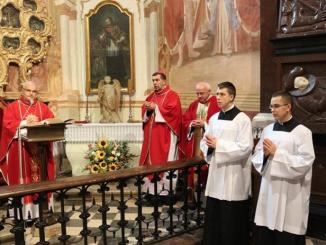 W dniu dzisiejszym w kaplicy relikwii Drzewa Krzyża Świętego modlili się podczas wspólnej Eucharystii dyrektorzy Wydziałów Katechetycznych z całej Polski.