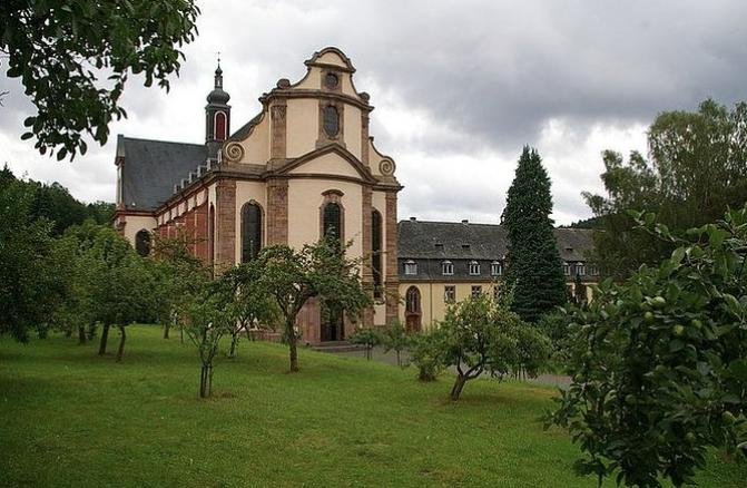 Opactwo w Himmerod ustanowił św. Bernard z Clairvaux. Po niemal 900 latach od ustanowienia zostaje zamknięte.