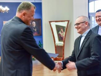 16 października 2017 r. rektor KUL wręczył o. prof. dr. hab. Wiesławowi Barowi OFMConv akt mianowania na stanowisko profesora zwyczajnego KUL, na czas nieokreślony.