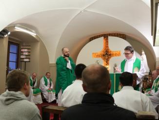 Niedawno Polskę odwiedził o. Ken Thorson OMI, wikariusz prowincjalny Prowincji Lacombe. 24.10 złożył wizytę w świętokrzyskim sanktuarium i klasztorze.
