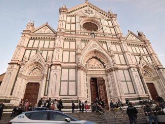 """O nieszczęśliwym przypadku mówią eksperci w związku ze śmiercią w czwartek 19 października w kościele Santa Croce we Florencji hiszpańskiego turysty, któremu spadł na głowę <a class=""""mh-excerpt-more"""" href=""""http://www.zyciezakonne.pl/wiadomosci/swiat/florencja-tragiczna-smierc-turysty-bazylice-santa-croce-72599/"""" title=""""Florencja: tragiczna śmierć turysty w bazylice Santa Croce"""">[...]</a>"""