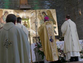 Abp Marek Jędraszewski w Toruniu: Jeżeli uchwycimy się dłoni Matki Bożej, ta złączy nasze dłonie z dłońmi Zbawiciela.