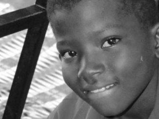 """Kiedy 25 lat temu salezjanie przybyli do Ghany, zaczęli pracować z ubogimi dziećmi i młodzieżą, a ich jedyne marzenie było takie, jakie miał ksiądz Bosko: <a class=""""mh-excerpt-more"""" href=""""http://www.zyciezakonne.pl/wiadomosci/swiat/salezjanie-ghana-daniel-chlopiec-ktory-wzrastal-ulicy-a-ktory-zadziwia-swoja-inteligencja-73142/"""" title=""""Salezjanie – Ghana: Daniel, chłopiec, który wzrastał na ulicy, a który zadziwia swoją inteligencją"""">[...]</a>"""