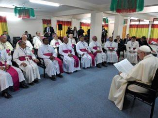 """Kościół żywy, o silnym zapale misyjnym, pomagający ubogim, pobłogosławiony licznymi powołaniami do kapłaństwa i życia zakonnego – tak o katolickiej wspólnocie w Bangladeszu mówił Papież <a class=""""mh-excerpt-more"""" href=""""https://www.zyciezakonne.pl/wiadomosci/swiat/papiez-biskupow-bangladeszu-73470/"""" title=""""Papież do biskupów Bangladeszu"""">[...]</a>"""