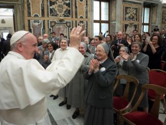"""Postać św. Franciszki Ksawery Cabrini przypomniał Papież siostrom z założonego przez nią Zgromadzenia Misjonarek Najświętszego Serca Jezusowego. Okazją do spotkania było zakończenie obchodów stulecia jej <a class=""""mh-excerpt-more"""" href=""""http://www.zyciezakonne.pl/wiadomosci/swiat/papiez-stulecie-smierci-sw-franciszki-cabrini-siostr-73611/"""" title=""""Papież w stulecie śmierci św. Franciszki Cabrini do jej sióstr"""">[...]</a>"""