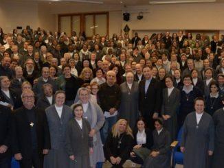 27 grudnia w Domu Generalnym Córek Maryi Wspomożycielki (CMW), w podniosłym nastroju Przełożony Generalny ks. Ángel Fernández Artime oficjalnie zaprezentował Wiązankę na rok 2018