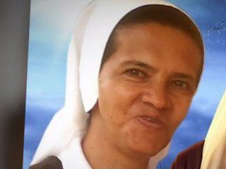 Kolumbijska zakonnica porwana przed rokiem w Mali pojawiła się w opublikowanym przez dżihadystów wideo, w którym poprosiła papieża Franciszka o pomoc w jej uwolnieniu